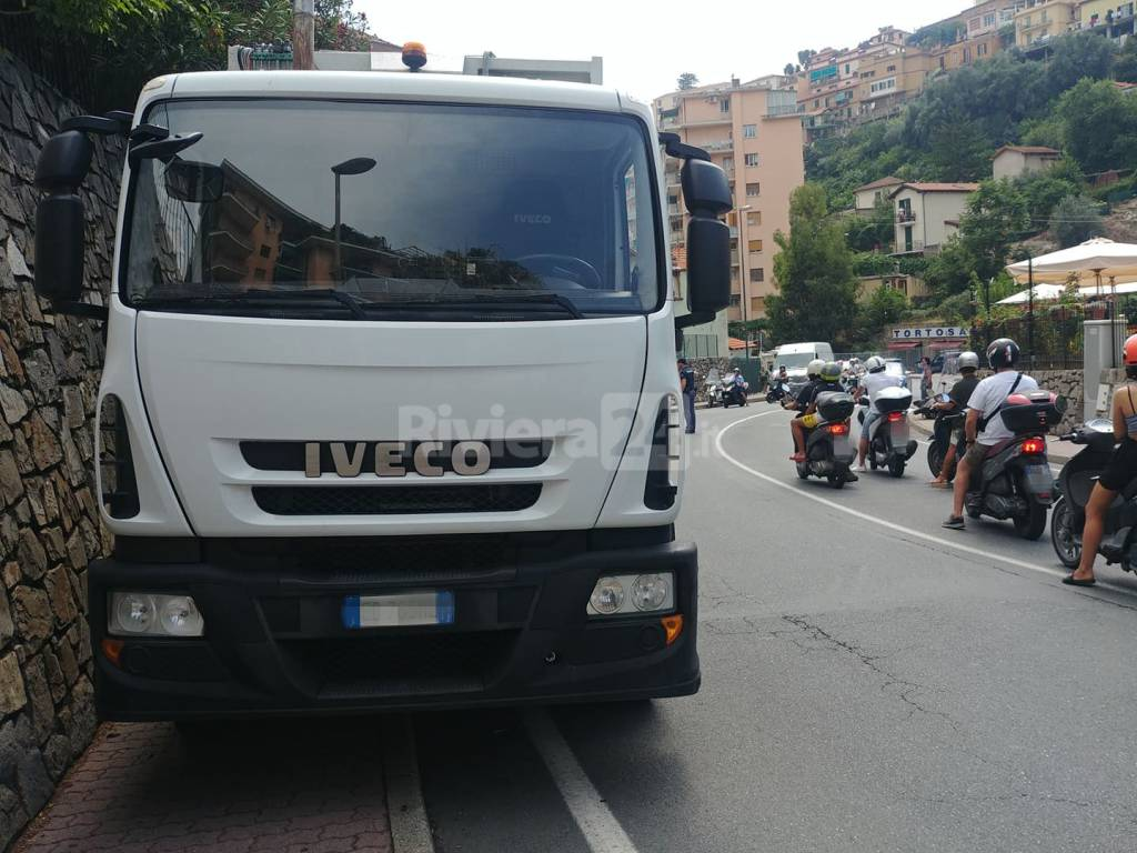 Scontro scooter camion Sanremo