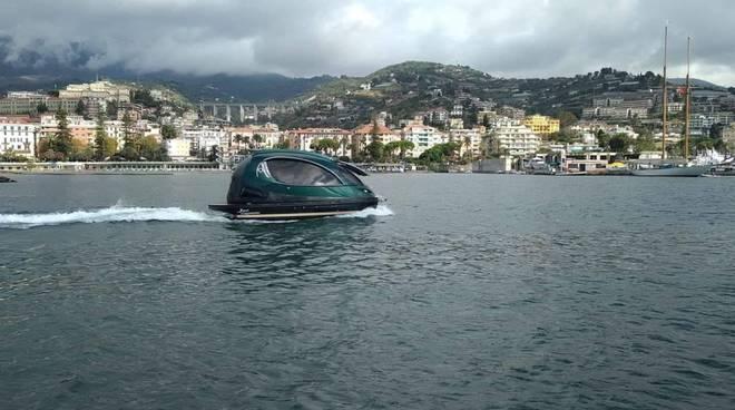 Nel mare di Sanremo il mini yacht made in Italy: stupore per il Jet Capsule