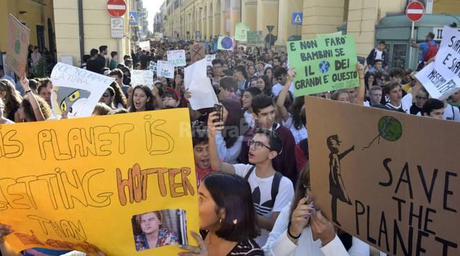 riviera24 - Friday for future imperia manifestazione studenti ragazzi