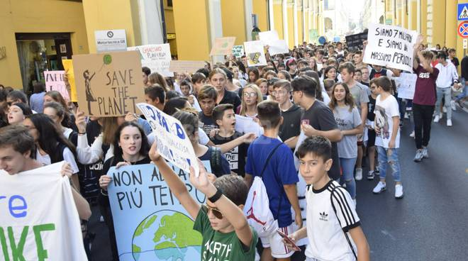 riviera24 - Friday for future imperia manifestazione studenti ragazzi