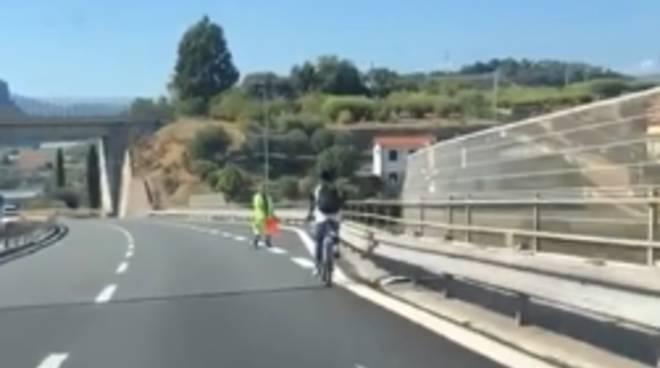 riviera24 - In bici sull'A10