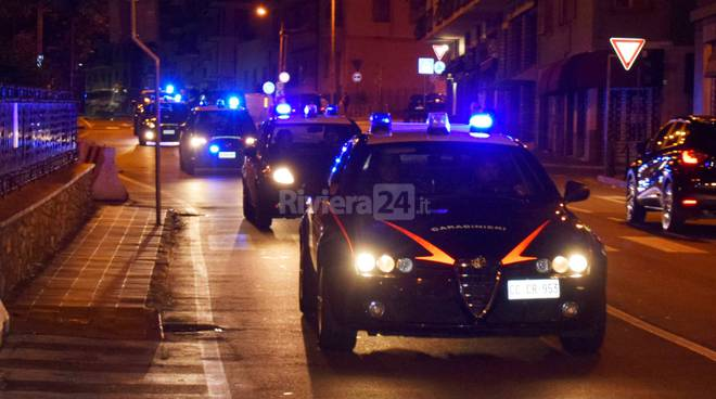 riviera24 - sanremo carabinieri centro storico notturna