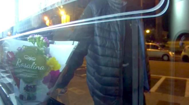 riviera24 - ladro di fiori