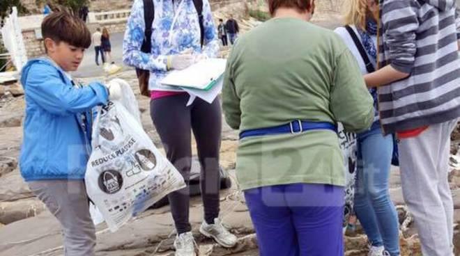 riviera24 - m'importa volontari ragazzi pulizia