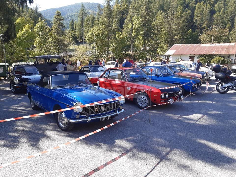 riviera24 - Raduno del CAVE, rombano i motori storici sul Col di Nava