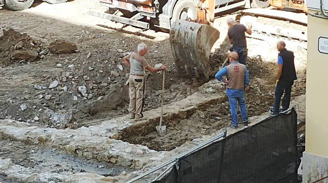 scavi di piazza Borea riemergono le mura dell'antico teatro
