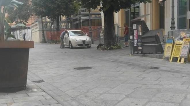 """Via Cascione riaperta alle auto, """"ronde"""" anti furbetti"""