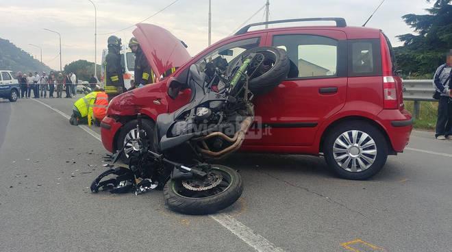 Violento scontro auto-moto a Taggia
