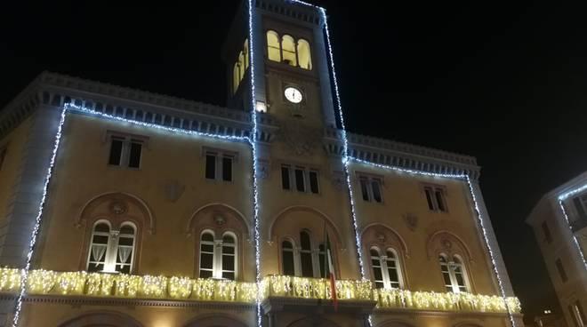 Natale 2019, accese le luminarie a Imperia
