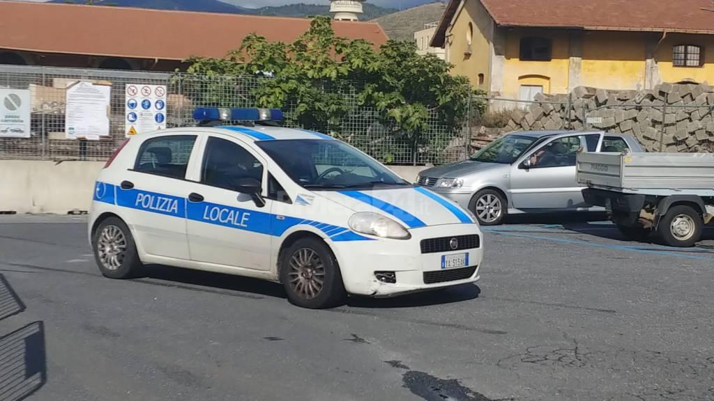 riviera24 - Intervento per liberare bambino intrappolato in auto