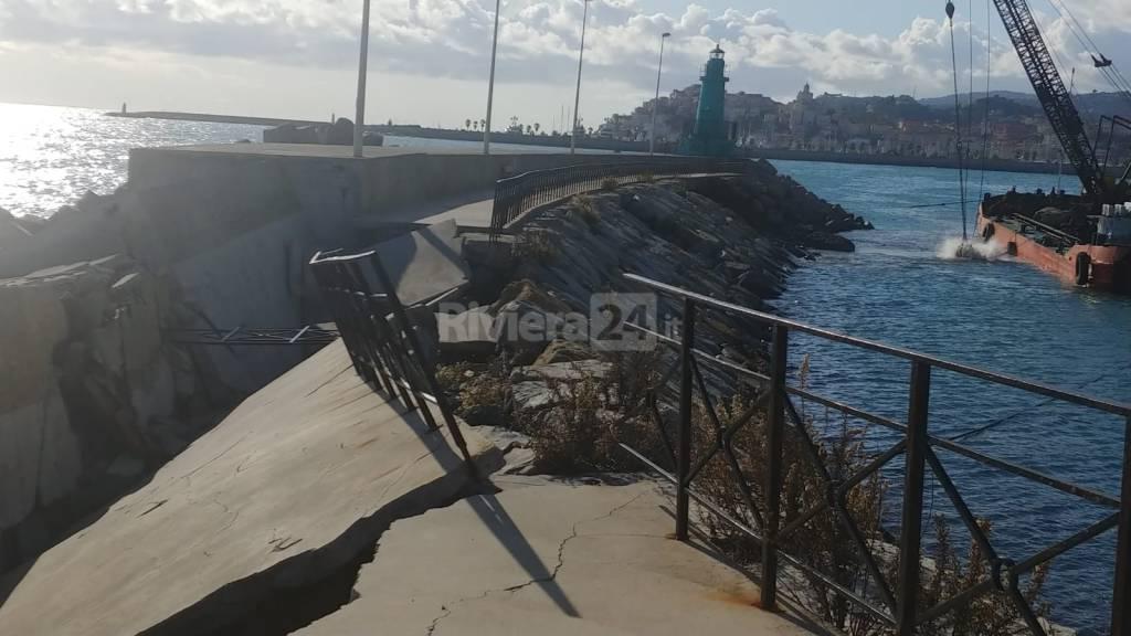 riviera24 - Sopralluogo inizio lavori molo lungo di Oneglia
