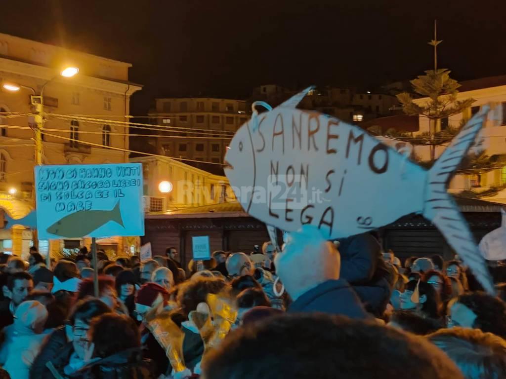 Le Sardine manifestano in piazza Colombo a Sanremo