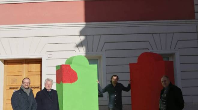 """riviera24 -  """"I colossi innamorati"""" di Andrea Iorio"""