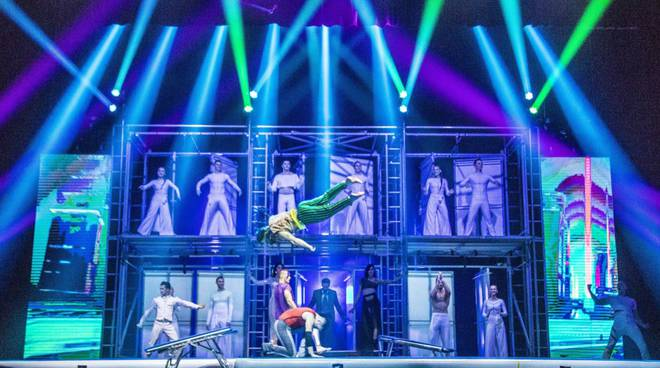 """riviera24 - """"Tilt"""" di Le Cirque World's Top Performers"""