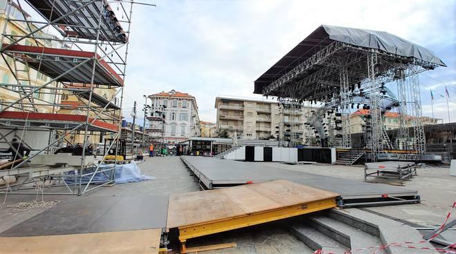 Festival fuori dall'Ariston palco piazza colombo