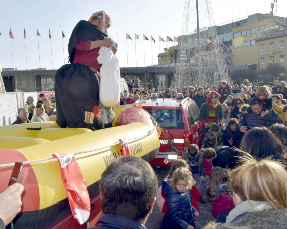 riviera24 - Befana dei vigili del fuoco sanremo 2020