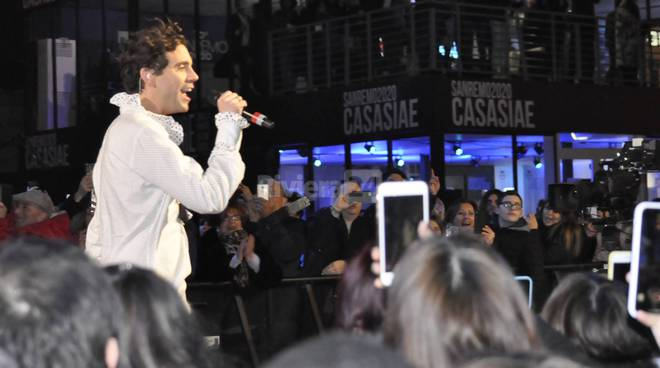 Mika in piazza Colombo