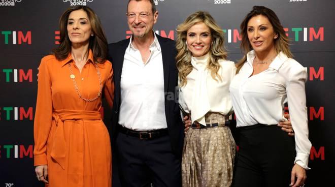 Photocall Festival2020 con Amadeus e le donne protagoniste della seconda serata