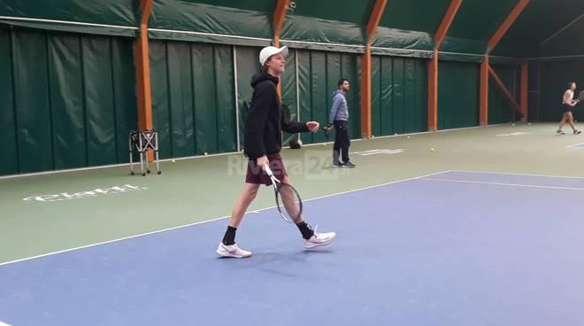 Riviera24- Fiorello gioca a tennis con Sinner