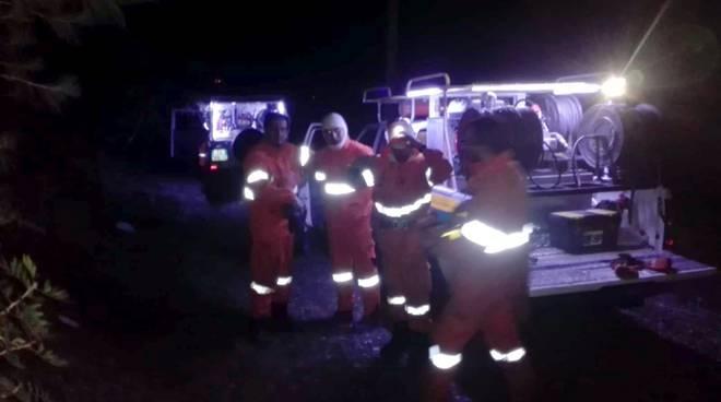 riviera24 - volontari antincendio notturna