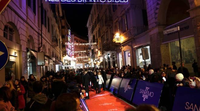 Sanremo, i big sul Red Carpet tra palco e città
