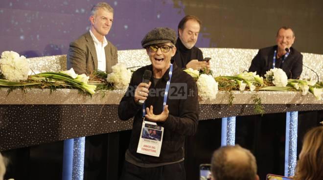 Sanremo, incursione di Fiorello in sala stampa all'Ariston