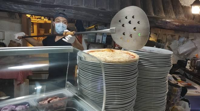 Consegna pizze a domicilio, l'Antica Taverna al Parasio
