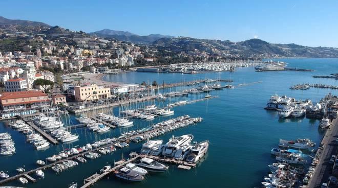 porto vecchio porto sole vista due porti capitaneria