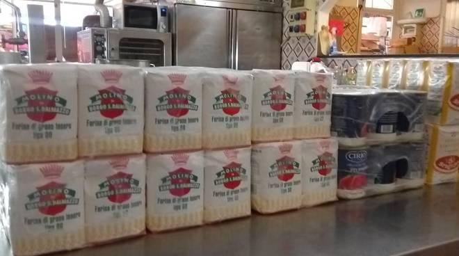 Donazione generi alimentari alla Croce Rossa di Imperia
