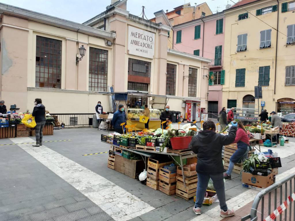 Imperia, ripreso il mercato settimanale di Oneglia