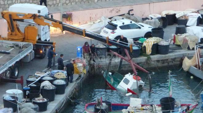 Peschereccio affonda nel porto di Bordighera