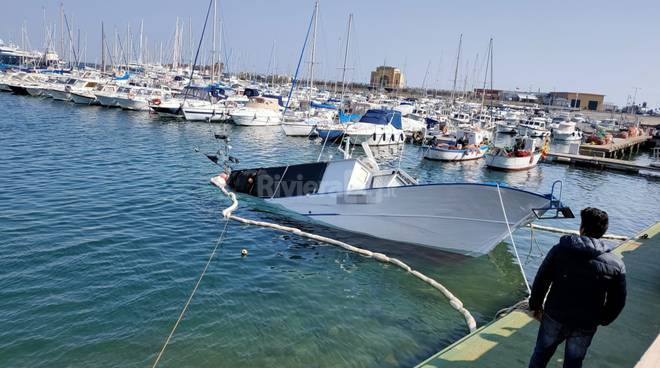Peschereccio affonda Porto Maurizio