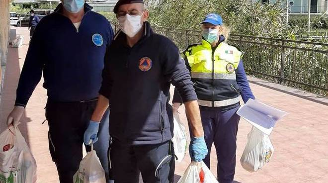 riviera24 - distribuzione spesa riva ligure aiuti alimentari