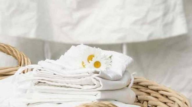riviera24 - indumenti bianchi vestiti asciugamani