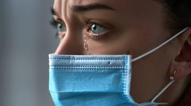 riviera24 - lacrime coronavirus mascherina