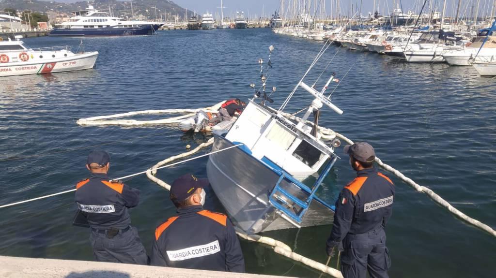 Riviera24- Peschereccio affondato Porto Maurizio