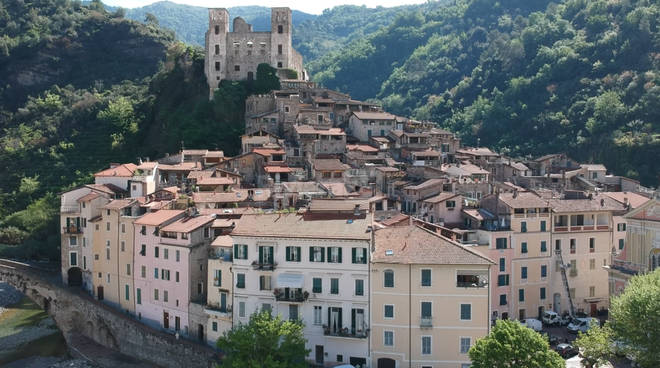 drone dolceacqua castello bandiera arancione centro storico