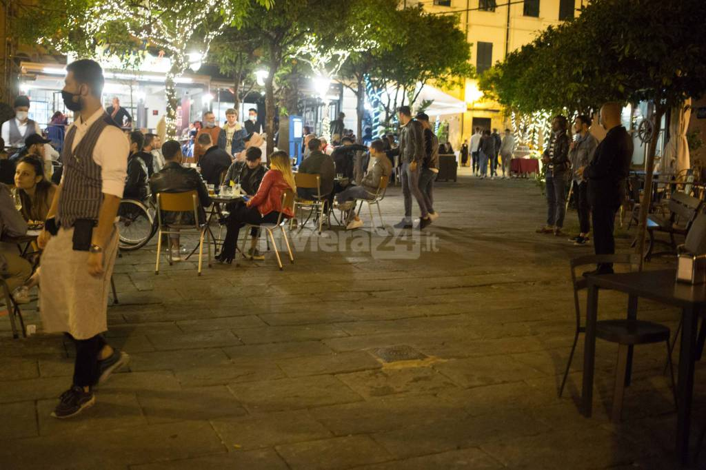 movida seduta piazza Bresca e Sardi vigili controlli steward