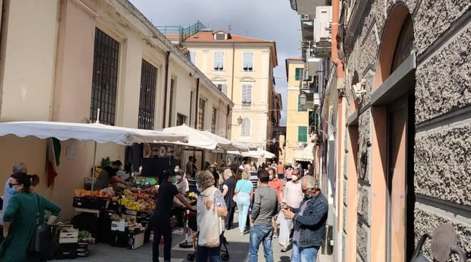 Protesta ambulanti e commercianti mercato di Oneglia