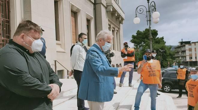 riviera24 - Protesta di gilet arancioni a Imperia