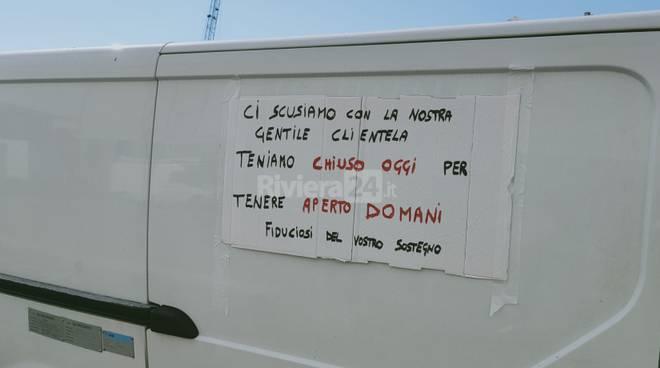 Serrata ambulanti Oneglia, piazzale Maestri del Lavoro
