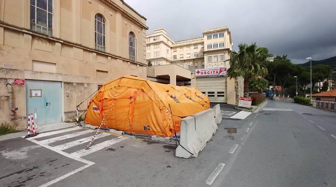 tenda pretriage ospedale di sanremo