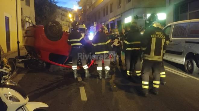 Auto capottata via Martiri Sanremo