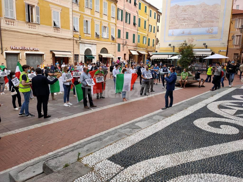 La manifestazione della Lega in piazza San Giovanni a Imperia