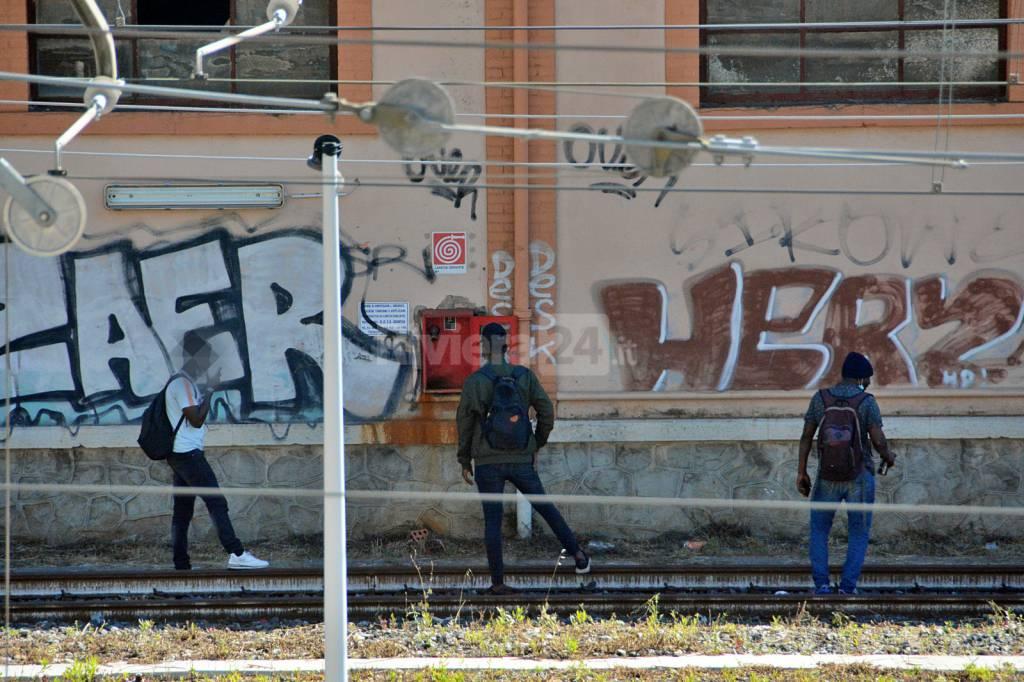 migranti stazione ventimiglia