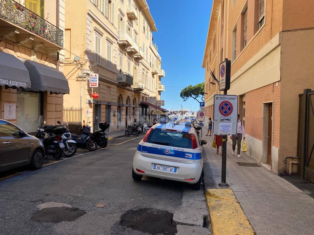 Sanremo, strage di multe in via Gioberti e al Porto Vecchio. Scattano le rimozioni