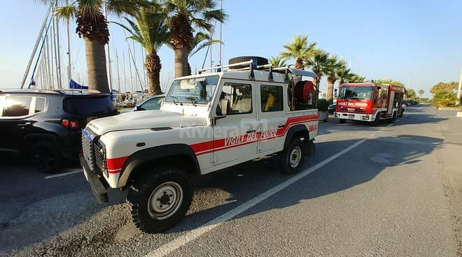 barca rischia affondare porto Aregai