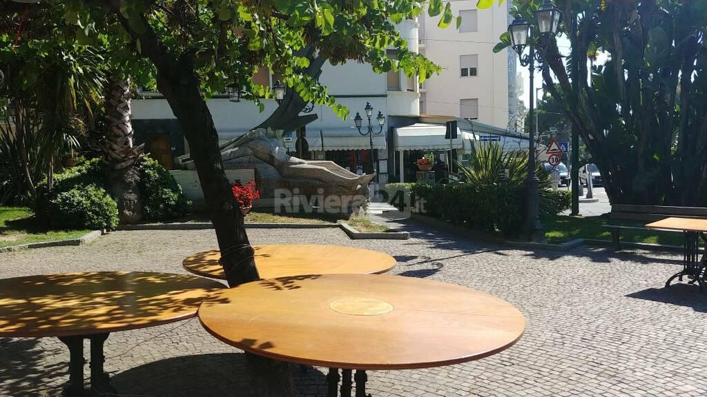 Polemica dehor e attraversamento pedonale rialzato Hotel Marinella