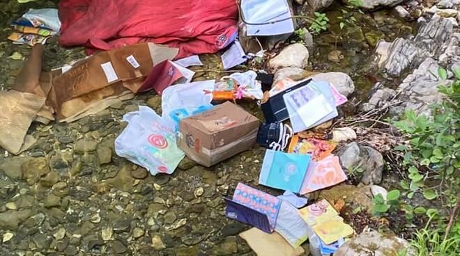 riviera24 - rifiuti torrente ceriana