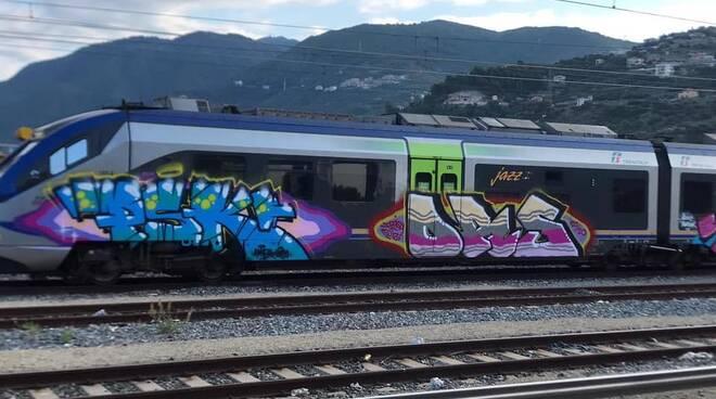 treno jazz graffiti